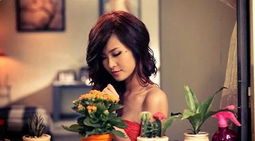 Đông Nhi trong MV Cho em một lần yêu