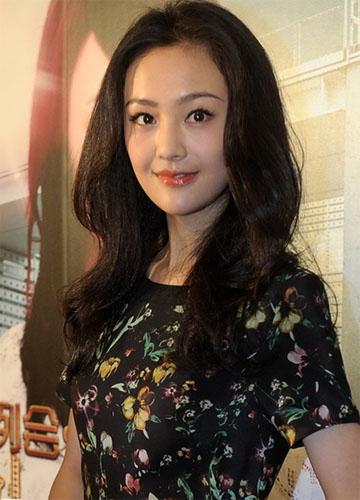 Trịnh Sảng hậu phẫu thuật thẩm mỹ trong một sự kiện năm 2013