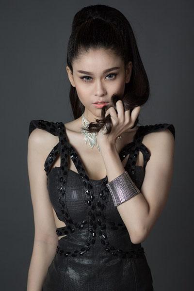 Ngắm vẻ đẹp quyến rũ của Trương Quỳnh Anh - 12