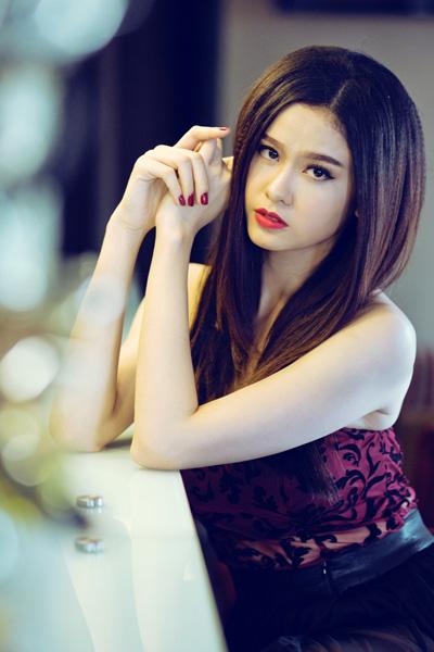 Ngắm vẻ đẹp quyến rũ của Trương Quỳnh Anh - 14