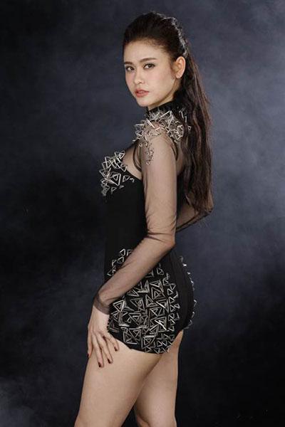 Ngắm vẻ đẹp quyến rũ của Trương Quỳnh Anh - 16