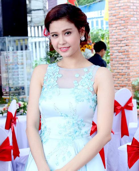 Ngắm vẻ đẹp quyến rũ của Trương Quỳnh Anh - 4