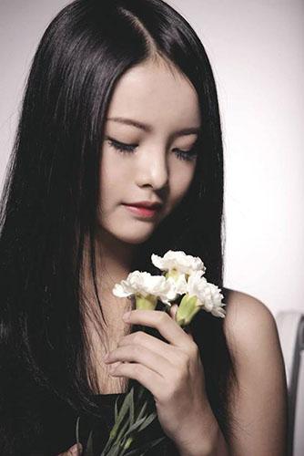 Yu Dương tạo dáng xinh xắn, cá tính khi làm người mẫu ảnh