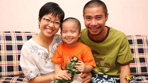 Công Lý cùng Thảo Vân và con trai