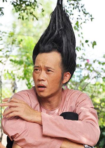 Tạo hình của  Hoài Linh trong phim Hello cô Ba