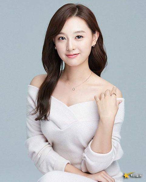 Chiêm ngưỡng nhan sắc nữ thần vạn người mê Kim Ji Won - 13