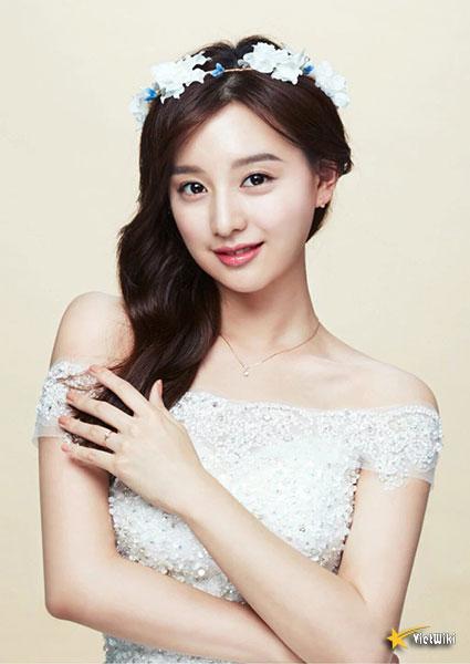 Chiêm ngưỡng nhan sắc nữ thần vạn người mê Kim Ji Won - 14