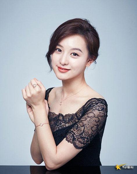 Chiêm ngưỡng nhan sắc nữ thần vạn người mê Kim Ji Won - 17