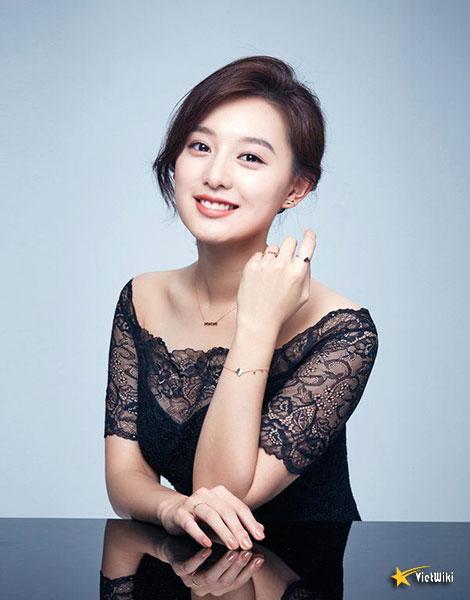Chiêm ngưỡng nhan sắc nữ thần vạn người mê Kim Ji Won - 18