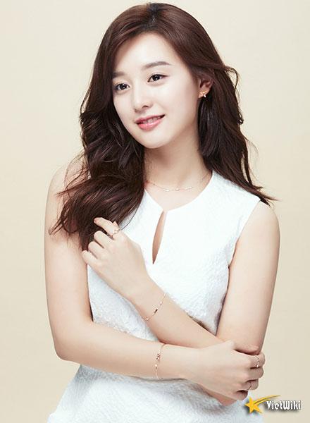 Chiêm ngưỡng nhan sắc nữ thần vạn người mê Kim Ji Won - 4