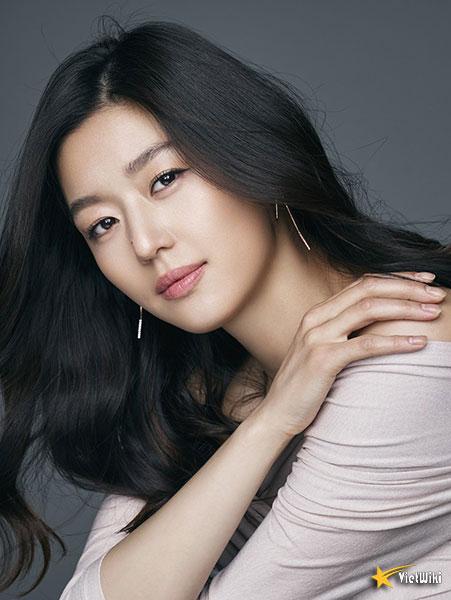 Ngắm vẻ đẹp không tuổi của Jun Ji Hyun - 1