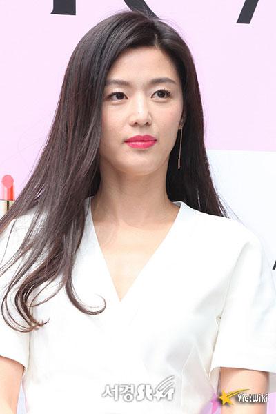 Ngắm vẻ đẹp không tuổi của Jun Ji Hyun - 11