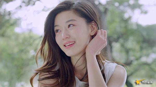 Ngắm vẻ đẹp không tuổi của Jun Ji Hyun - 17
