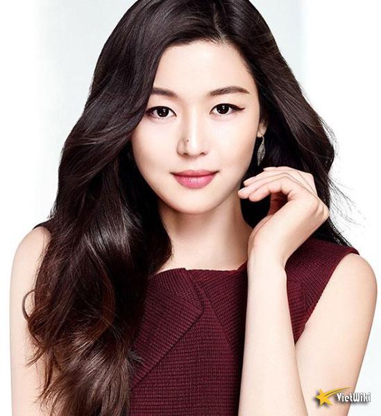 Ngắm vẻ đẹp không tuổi của Jun Ji Hyun - 2