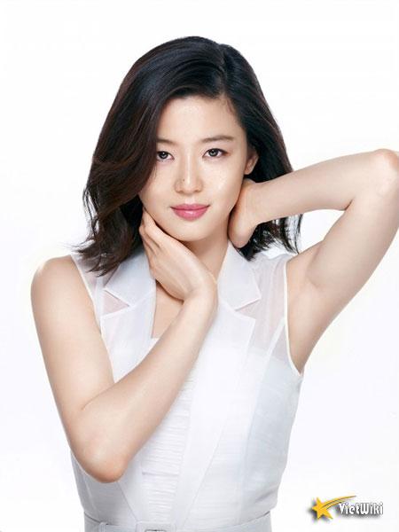 Ngắm vẻ đẹp không tuổi của Jun Ji Hyun - 6
