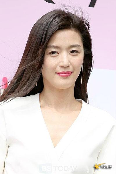 Ngắm vẻ đẹp không tuổi của Jun Ji Hyun - 9